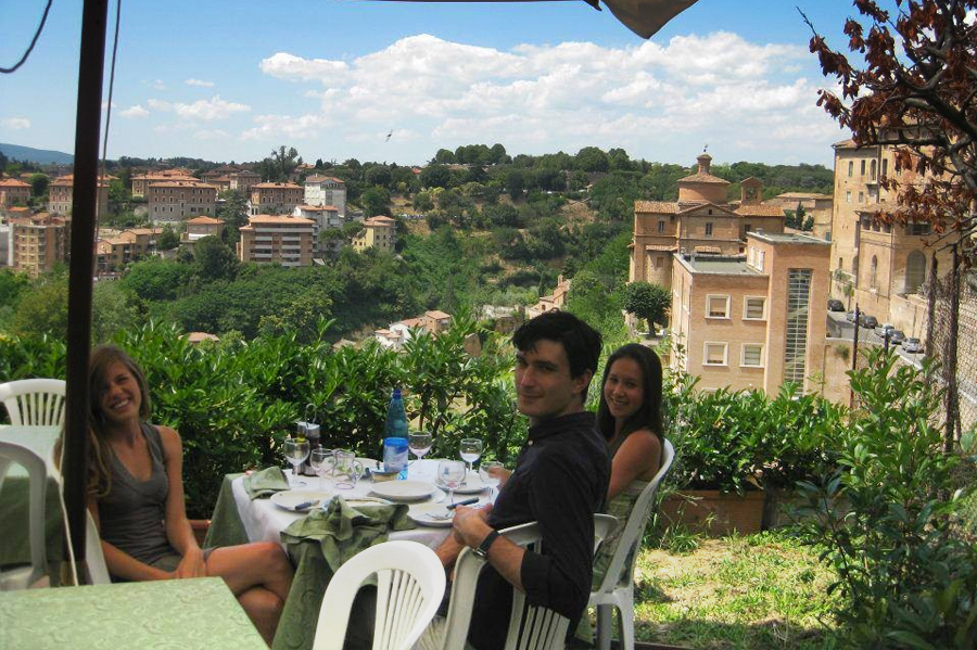 Students having lunch in Siena
